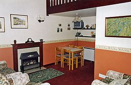 Lounge, Tan cottage