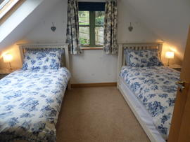 Twin Bedroom with additional guest bed