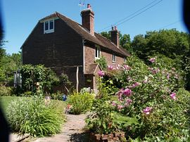 Moon Cottage with Large Pretty Garden