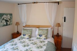 Cottage: Bedroom 1 (with en-suite shower room)