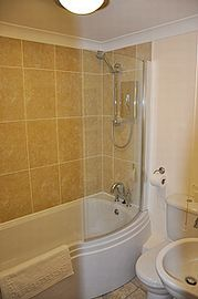 Bath with shower, underfloor heating